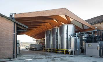 Copertura in legno lamellare per impianto industriale ad Alba