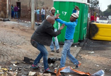 Hapless Mozambican vendor Emmanuel Sithole seen here being stabbed to death in cold blood in Alexandra, South Africa. Photo by Sunday Times