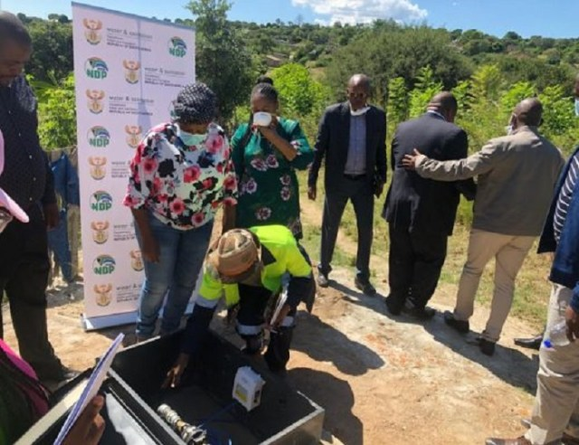 Premier Refilwe Tshweni-Tsipane shown how to operate the pump by water and sanitation authority. Photo by Anna Ntabane, Mpumalanga Guardian