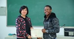 Tebatso Munyai (right) receives Mandarin certificate from Huawei official
