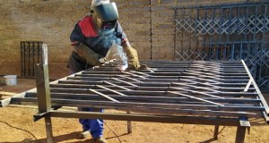 Limpopo woman, who is based in Soweto, Francina Tselane, is doing the work that men do. She is defying the myths. Photo by Mthulisi Sibanda, CAJ News