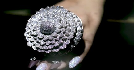 indian-jeweler-sets-world-record-with-diamond-ring-mplive