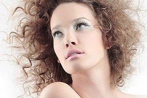 Jak zwiększyć objętość włosów podczas suszenia