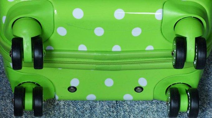 walizka-na-kolkach