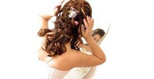 Jak dobrać ozdoby do włosów pasujące do sukni ślubnej?