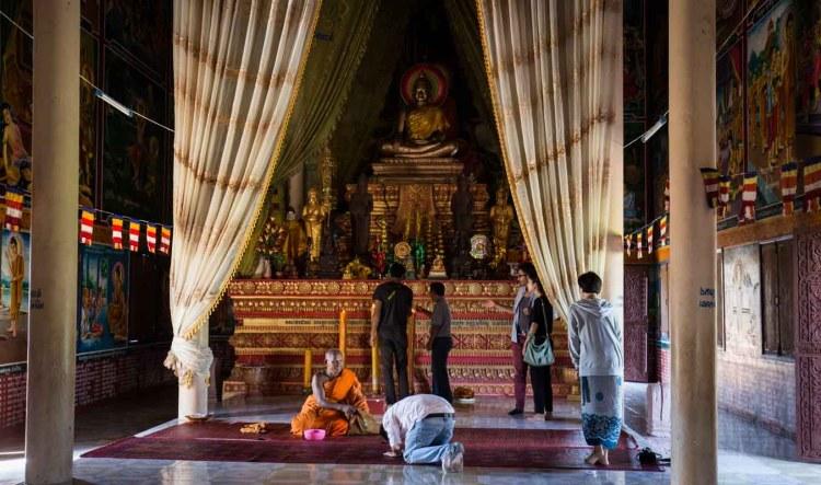 因為經濟改善,現今寺廟的佛像,也以銅鑄成