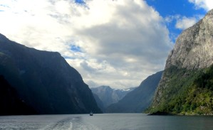 The fjords of Norway – Travelling versus City Hopping