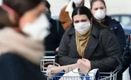 """""""لستُ فيروسا"""".. السخرية تفاقم معاناة مغاربة الخارج مع رعب """"كورونا"""""""