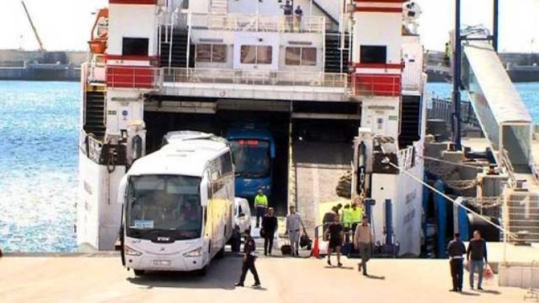 مغاربة إيطاليا وفرنسا في حافلات صوب المغرب والأمن الإسباني يصدهم