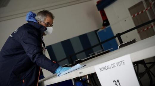 الانتخابات البلدية الفرنسية.. افتتاح مكاتب التصويت