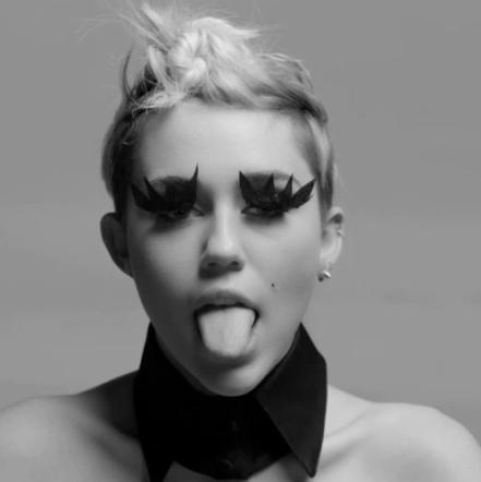 """whatsapp e facebook con lo stesso login a breve 2130451 - Miley Cyrus """"bondage"""" al festival del porno a New York"""