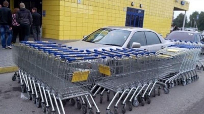 077813 6 - Parcheggi scorretti, con vendette geniali