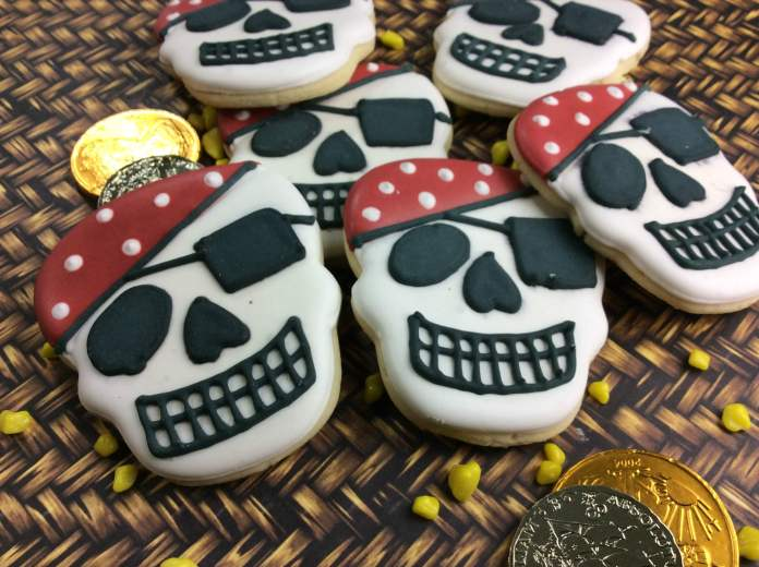 pirate skull 8-6 | Pirate Skull Cookie Recipe for Kids