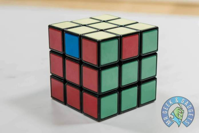 Corner Pieces rotate Clockwise | How to Solve a Rubik's Cube