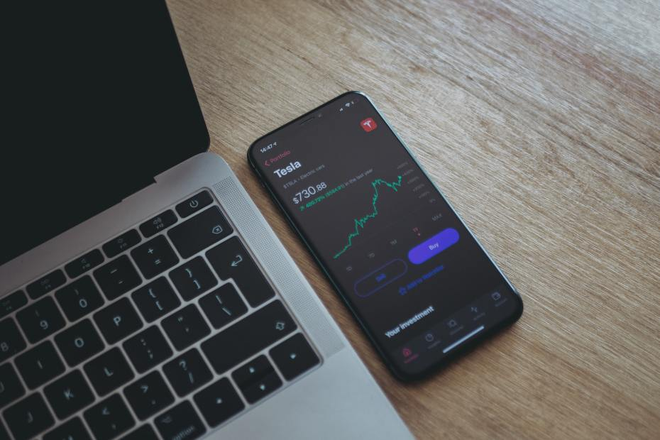 Do you have to be 18 to use Robinhood?