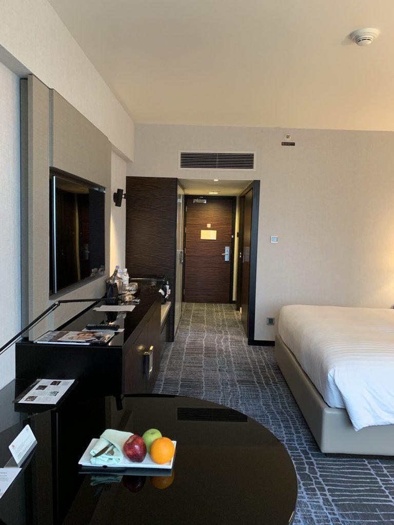 Hong Kong SkyCity Marriott Hotel-房間盡頭右側是浴室