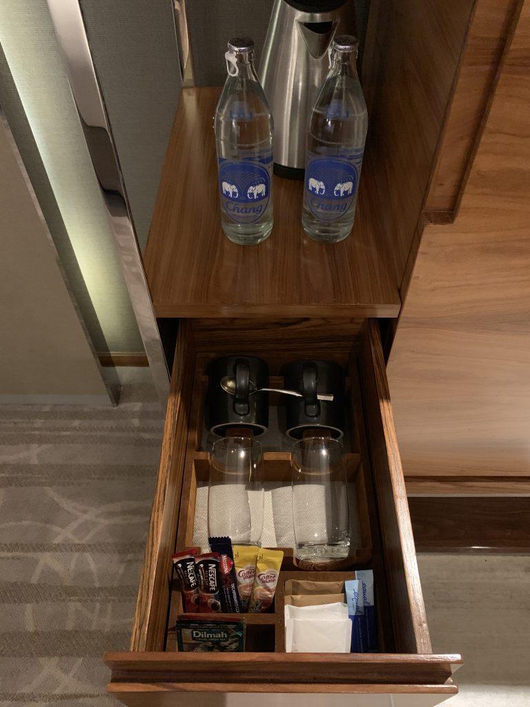曼谷希爾頓素坤逸酒店-咖啡粉、茶包及免費樽裝水