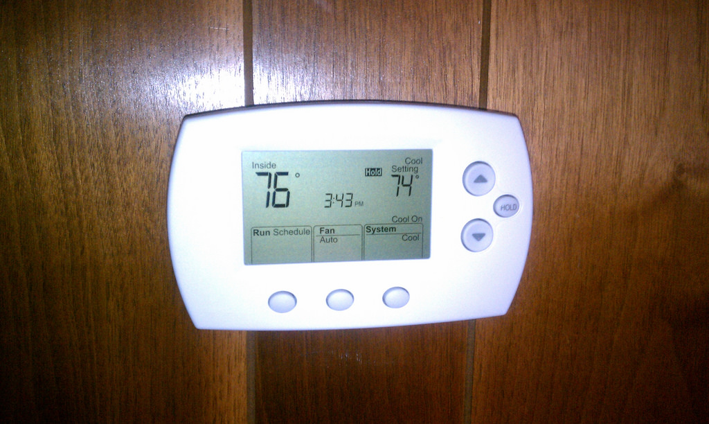 set the thermostat of AC properly
