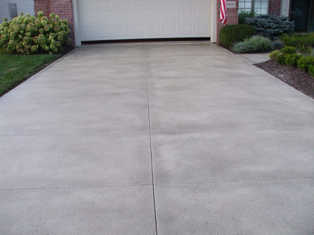 cleaning driveway