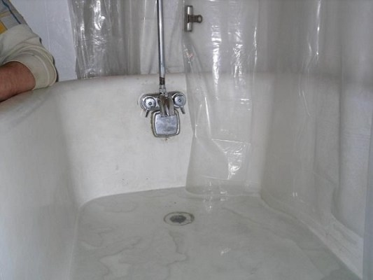 Common problems with bathtubs and how to fix them