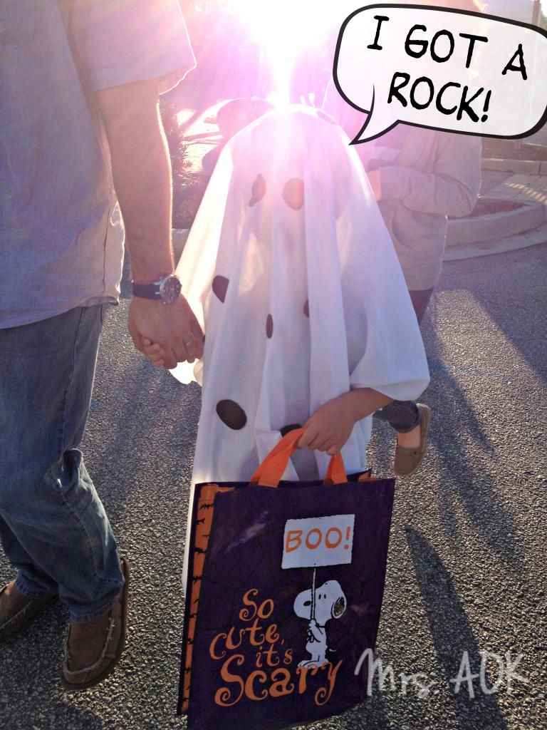 Super Easy Last Minute DIY Halloween Costume: Charlie Brown Ghost Costume