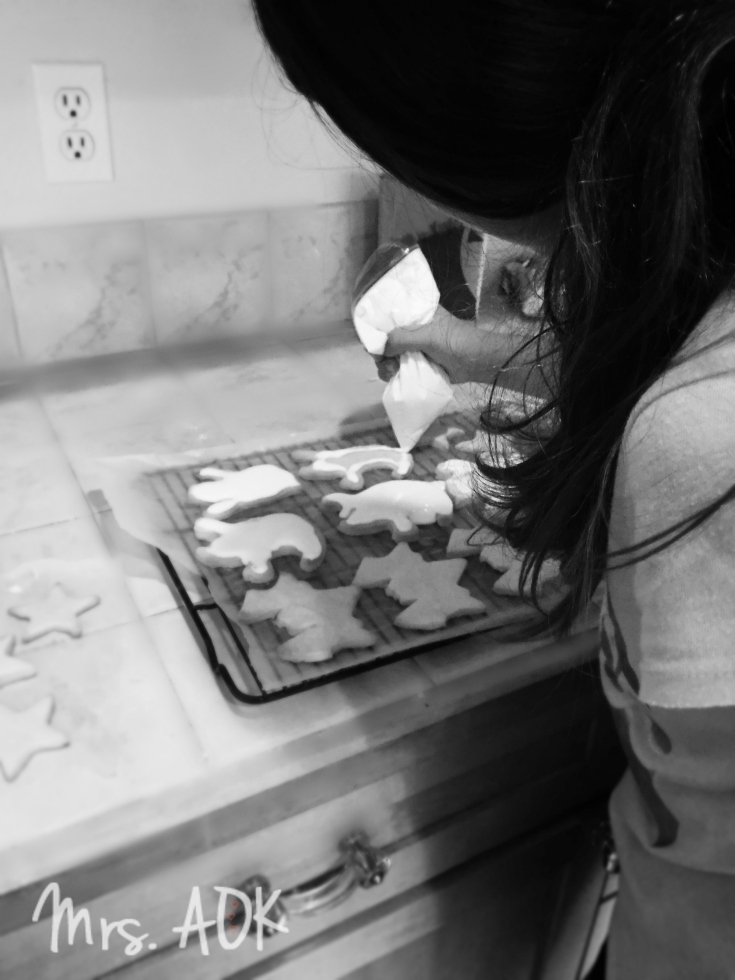 mini-baker-making-cookies