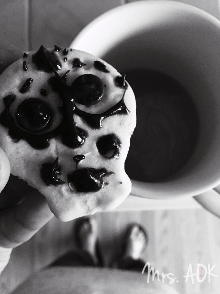 sugar-skull-cookie-from-my-mini-baker