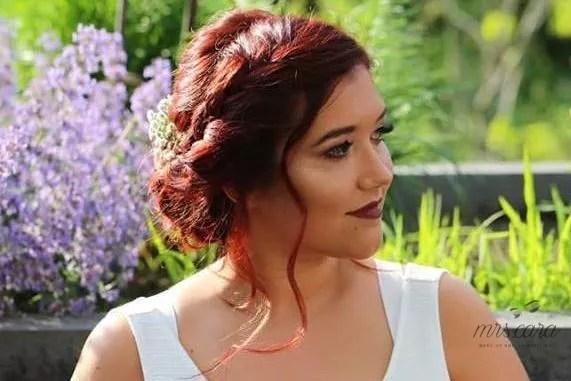 Brautfrisur Und Makeup Stylisten Fur Die Hochzeit Auswahlen Weddix