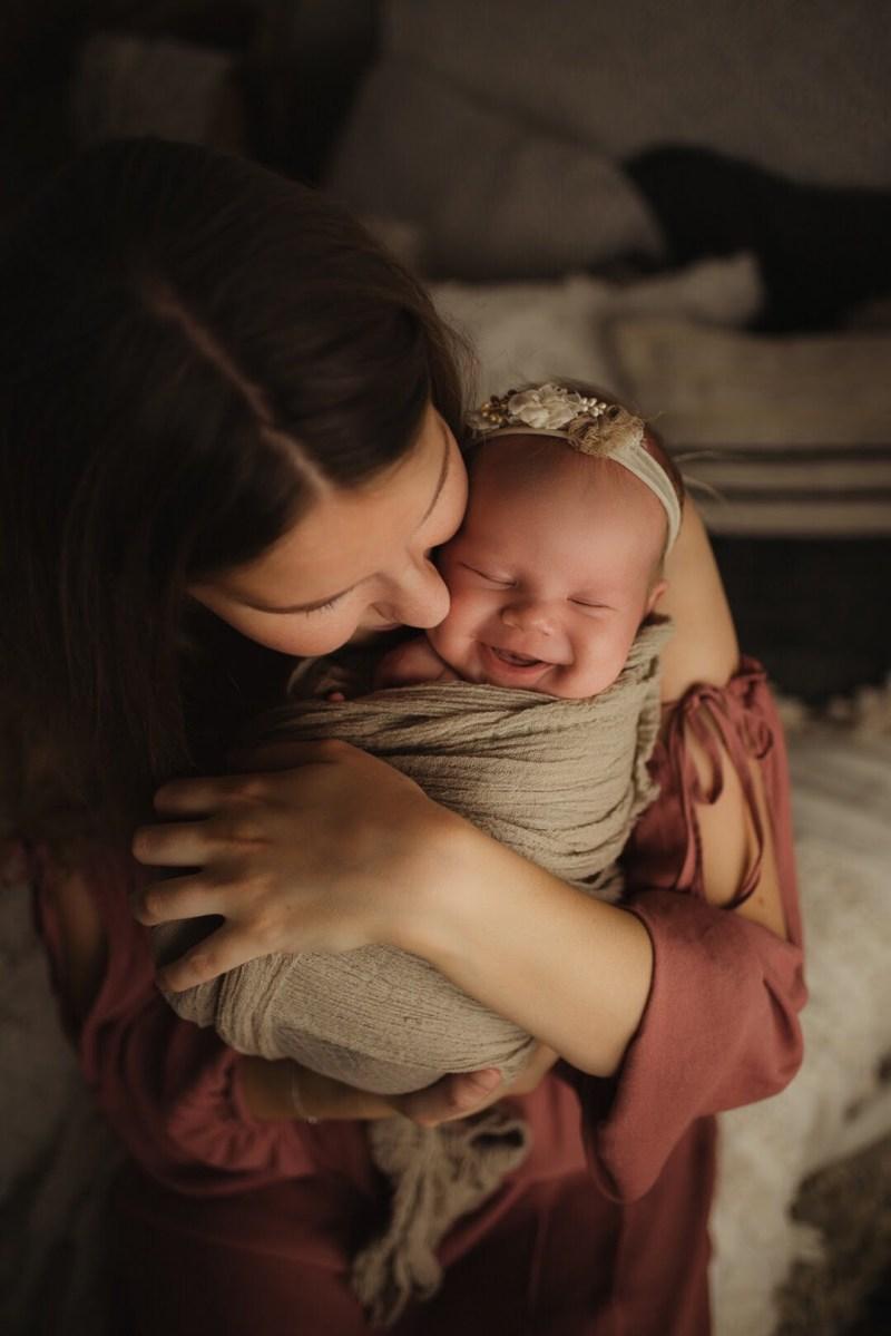 En tjuvkik - Juline Nyföddfotografering 2
