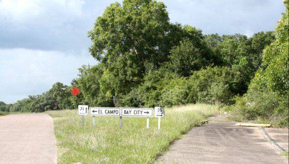 Old Texas Hwy Sign in Modern Location