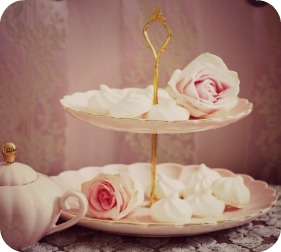 belle cake stand