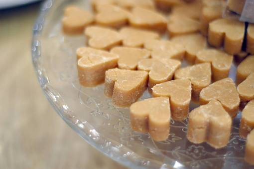 original_scottish-tablet-heart-wedding-favours[1]