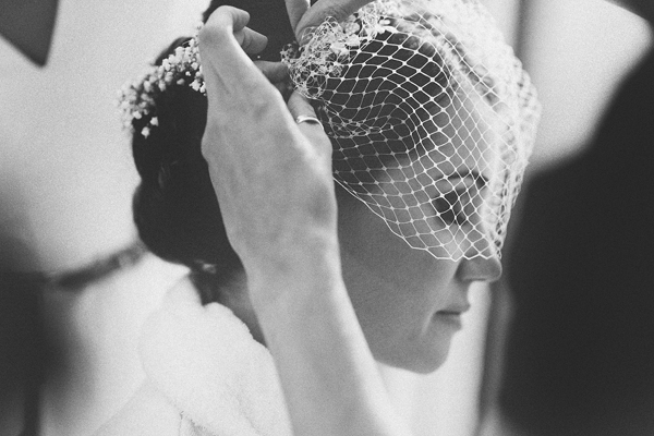 key reflections photography, bride getting bird cage veil on