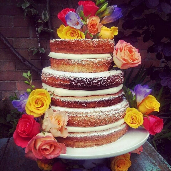 naked cake, buns and roses, MrsPandPs Sunday Morning Cuppa, Wedding Blog Catch up, blog catch up , weekly blog review