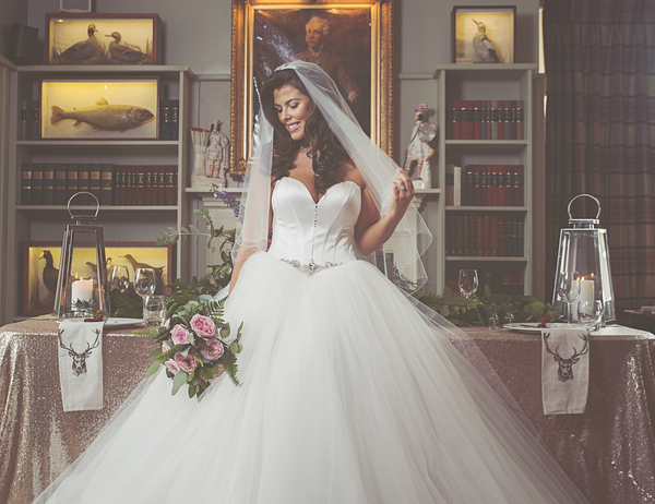 Loch-Lomond-Arms-Hotel-NO94-Photography-Oksana Mukha-Arco-Blanco-Bridal-Couture-Ginger-and-Lime-Events-Hollywood-Hair-Nieve-Jennings , bridal shoot