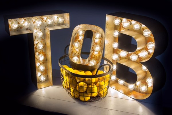 illuminated-letters, bespoke-light-up-letters, image - shoot-me-studios, large-light-up-letters