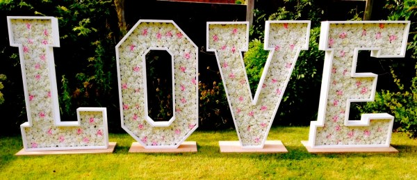 floral letters, flower letters, light up floral letters, light up flower letters, petals in love , flower backgrounds, flower backdrops