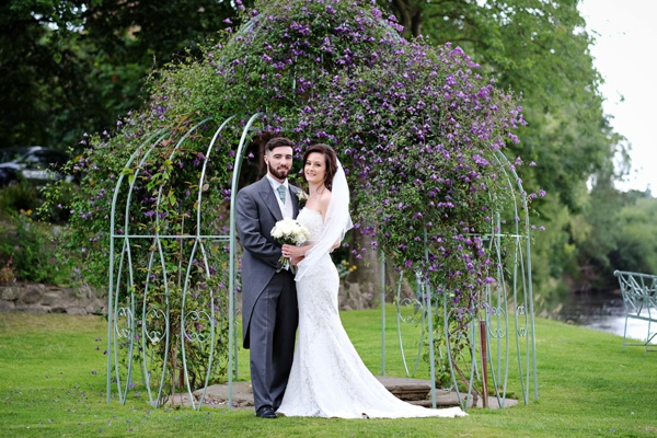 Cris-Lowis-photography-Staffordshire wedding-Mytton-and-Mermaid-pub (46)