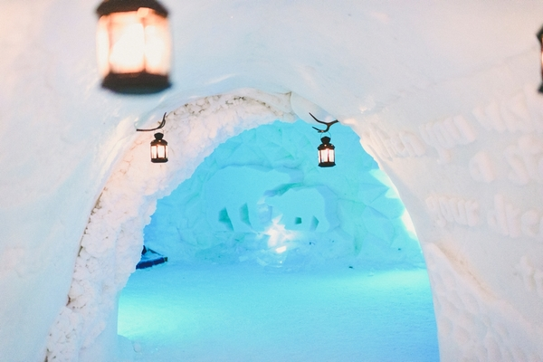 lapland-wedding-snowy-wedding-rob-grimes-hotography-destination-wedding-LUVATTUMAA- Ice-Chapel-Levi-Lapland (62)