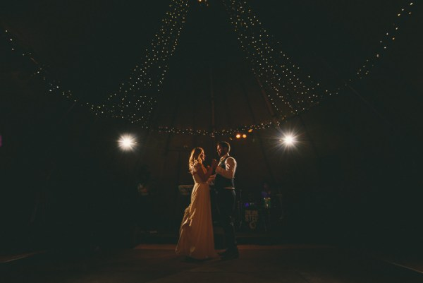 Miki-Photography-Ash-Davenport-garden-wedding-warwickshire-wedding-cotswold-wedding-amanda-wyatt-wedding-dress-tipi-wedding-rustic-details (1)