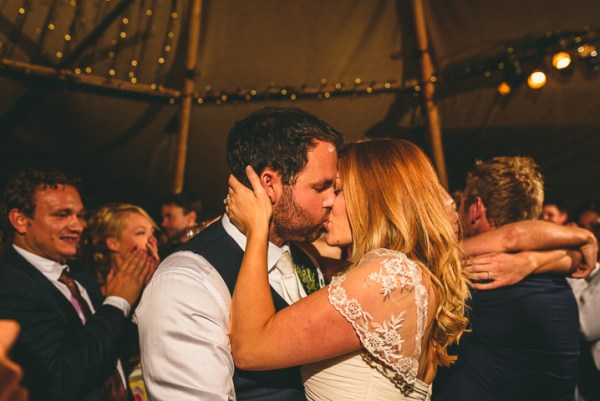Miki-Photography-Ash-Davenport-garden-wedding-warwickshire-wedding-cotswold-wedding-amanda-wyatt-wedding-dress-tipi-wedding-rustic-details (4)
