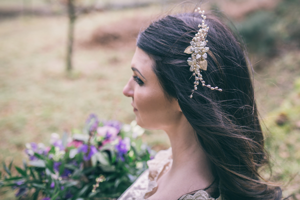 jess-yarwood-photography-woodland-wedding-inspiration-feather-wedding-details-thistle-wedding-details-cream-and-gold-wedding-palette (21)