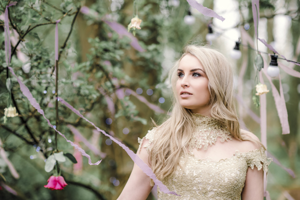 Sarah-Brabbin-Photography-Ian-Stuart-Wedding-Dress-Applewood-Weddings-Woodland-Wedding-Fairytale-wedding (35)