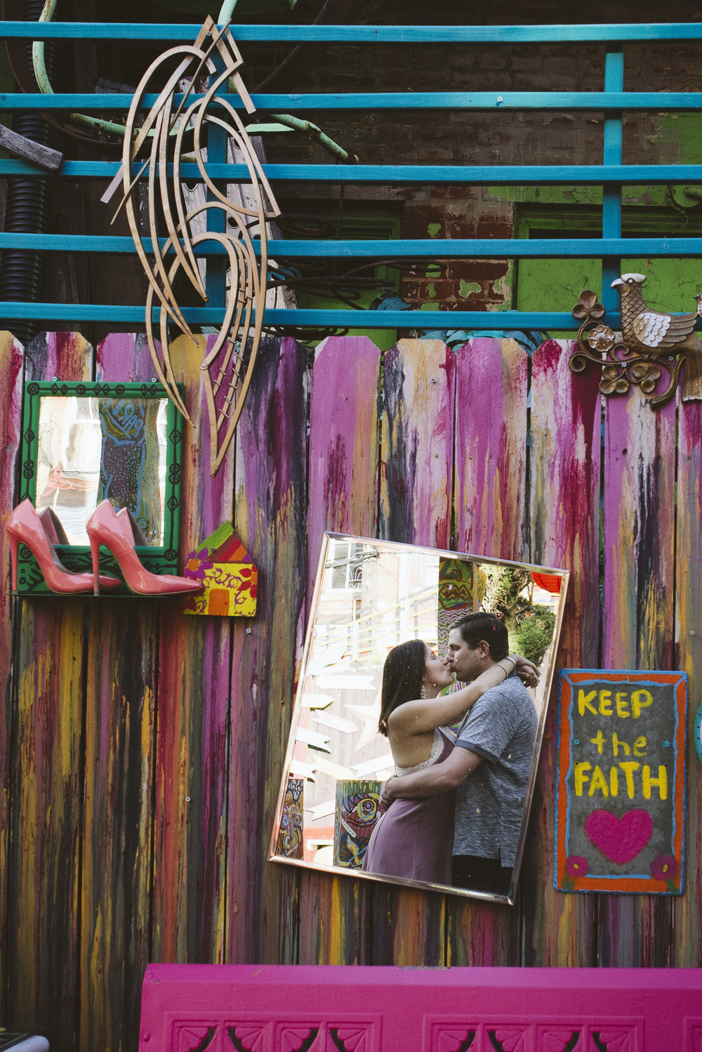 Randyland-Pittsburgh-Landmark-Sandra-Chile-Photography-Pittsburgh-Engagement-Schoot-Colourful-Engagement-Shoot 24
