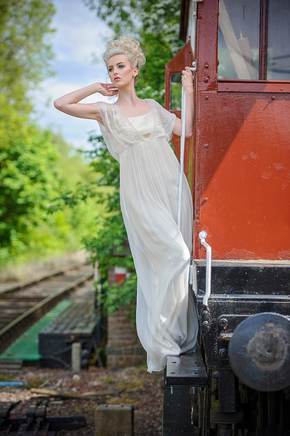 amber-tutton-model-pengelly-photography-colne-valley-railway-railway-bridal-shoot-6