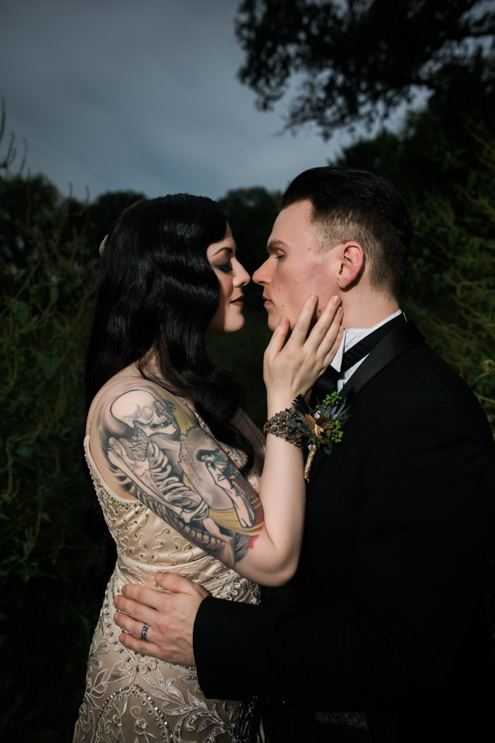and-how-imaging-gothic-inspired-styled-shoot-gothic-wedding-1920s-theme-wedding-1920s-inspired-styled-shoot-halloween-styled-shoot-gothic-inspired-wedding-39