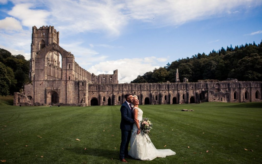 intimate Yorkshire wedding - Photography by Kathryn