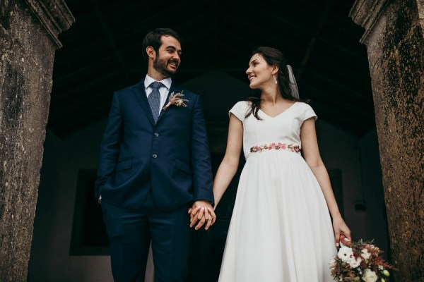 A beautiful Portuguese winter wedding with pretty burgundy, pastel pink, and dark blue details