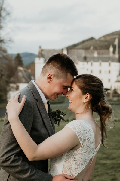 A stunning Peebleshire Wedding at Traquair House with pretty peaches and cream detail