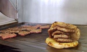Pečenje čevapa na roštilju